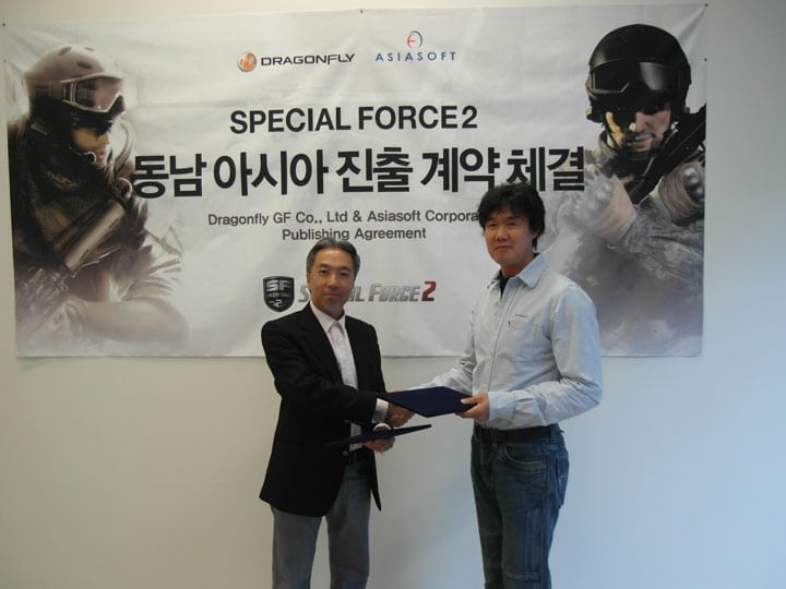 SPecial Force 2 - Asiasoft and Dragonfly signing photo