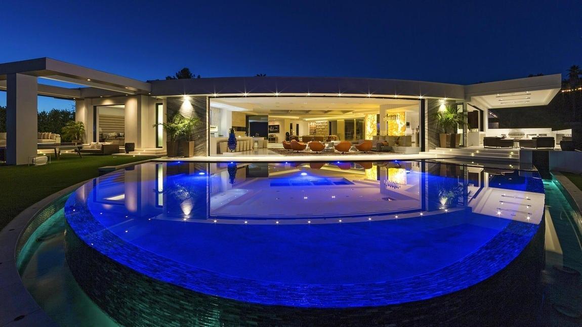 Notch LA mansion photo 2
